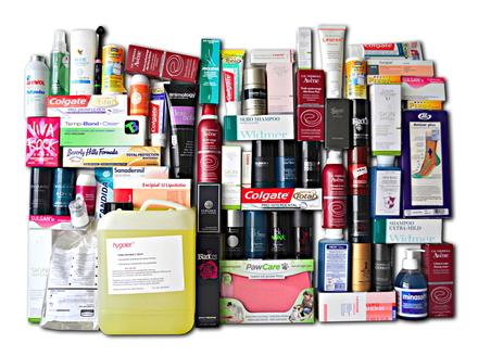 67 Artikel mit Triclosan (Auswahl): das Biozid durchsetz fast alle Lebensbereiche (Foto: AefU/Pingwin)
